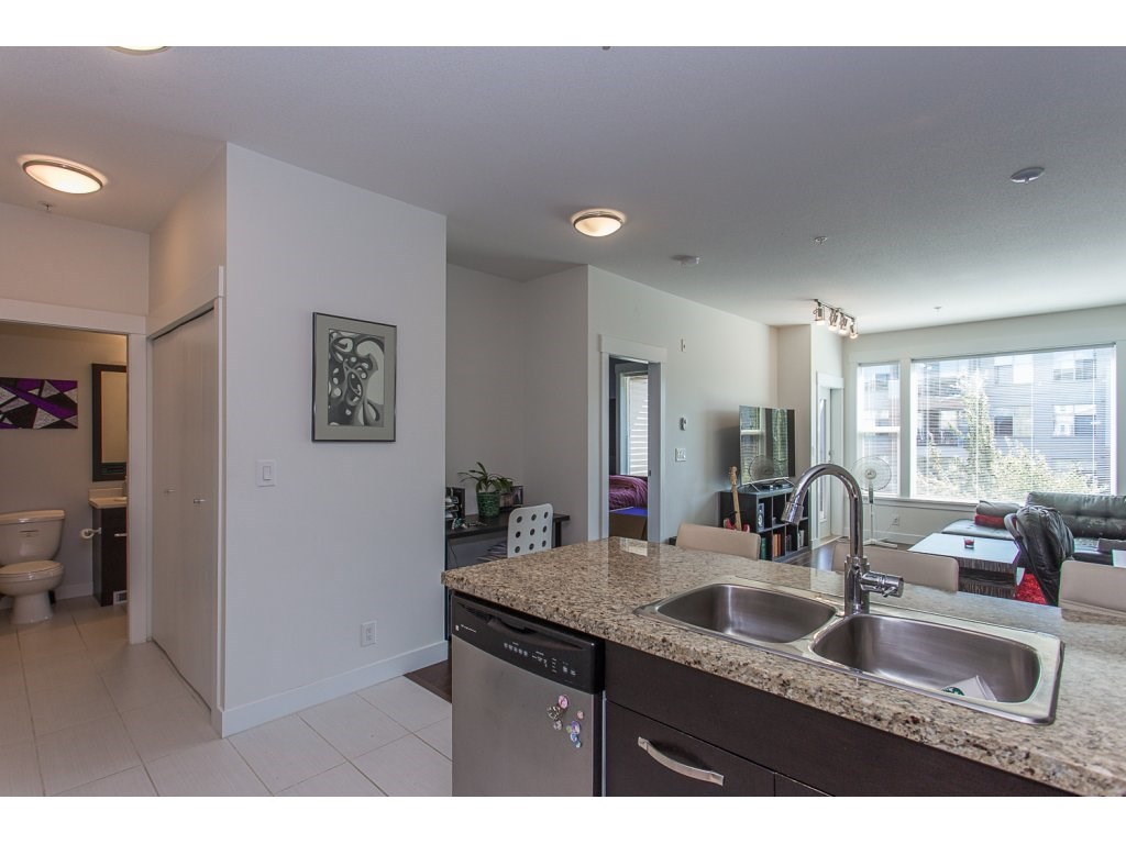 Condo Apartment at 309 33539 HOLLAND AVENUE, Unit 309, Abbotsford, British Columbia. Image 5