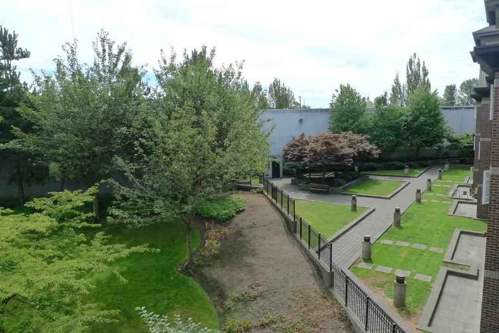 Condo Apartment at 352 10838 CITY PARKWAY, Unit 352, North Surrey, British Columbia. Image 1