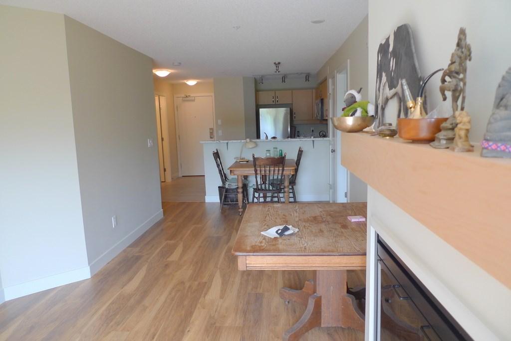 Condo Apartment at 352 10838 CITY PARKWAY, Unit 352, North Surrey, British Columbia. Image 4