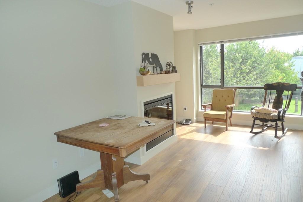 Condo Apartment at 352 10838 CITY PARKWAY, Unit 352, North Surrey, British Columbia. Image 6