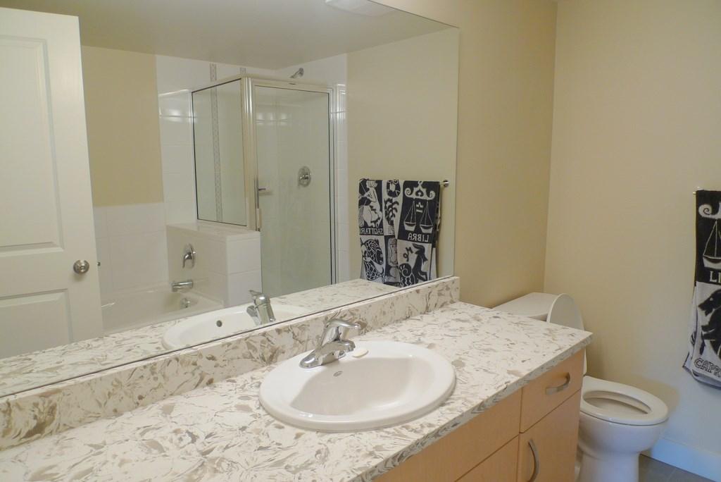 Condo Apartment at 352 10838 CITY PARKWAY, Unit 352, North Surrey, British Columbia. Image 10