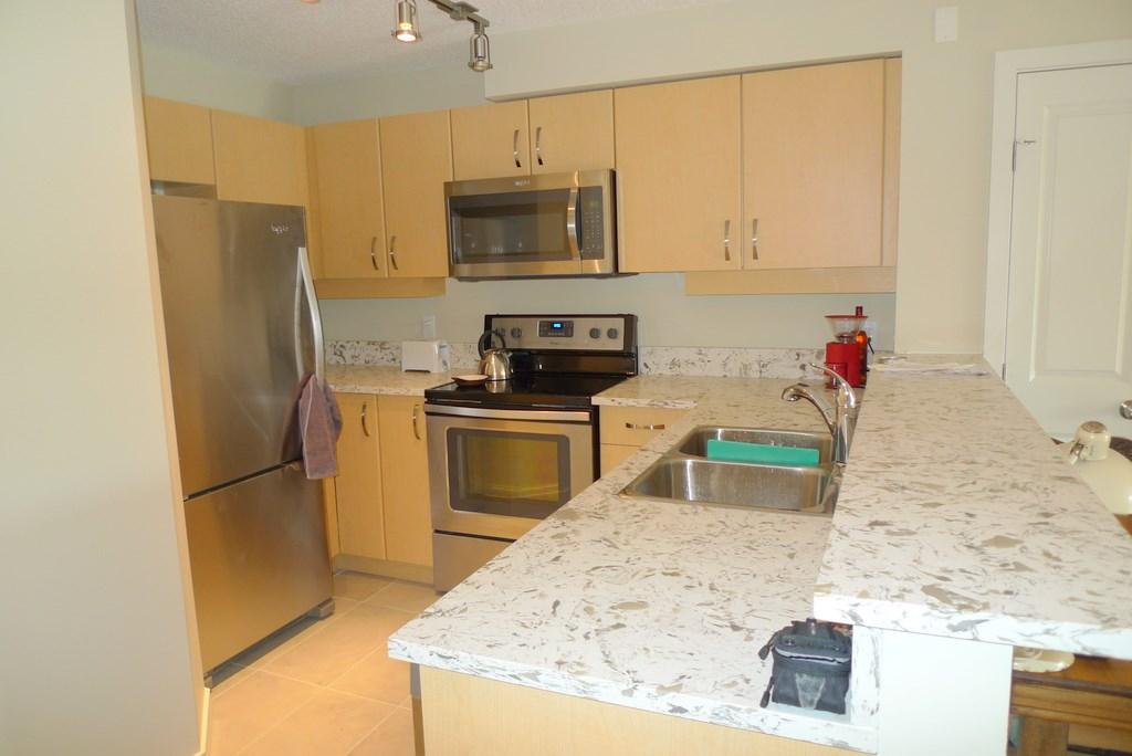 Condo Apartment at 352 10838 CITY PARKWAY, Unit 352, North Surrey, British Columbia. Image 11