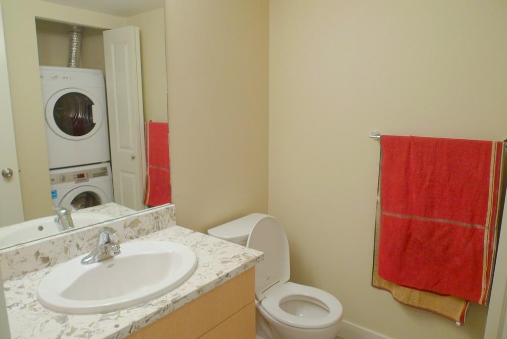 Condo Apartment at 352 10838 CITY PARKWAY, Unit 352, North Surrey, British Columbia. Image 12