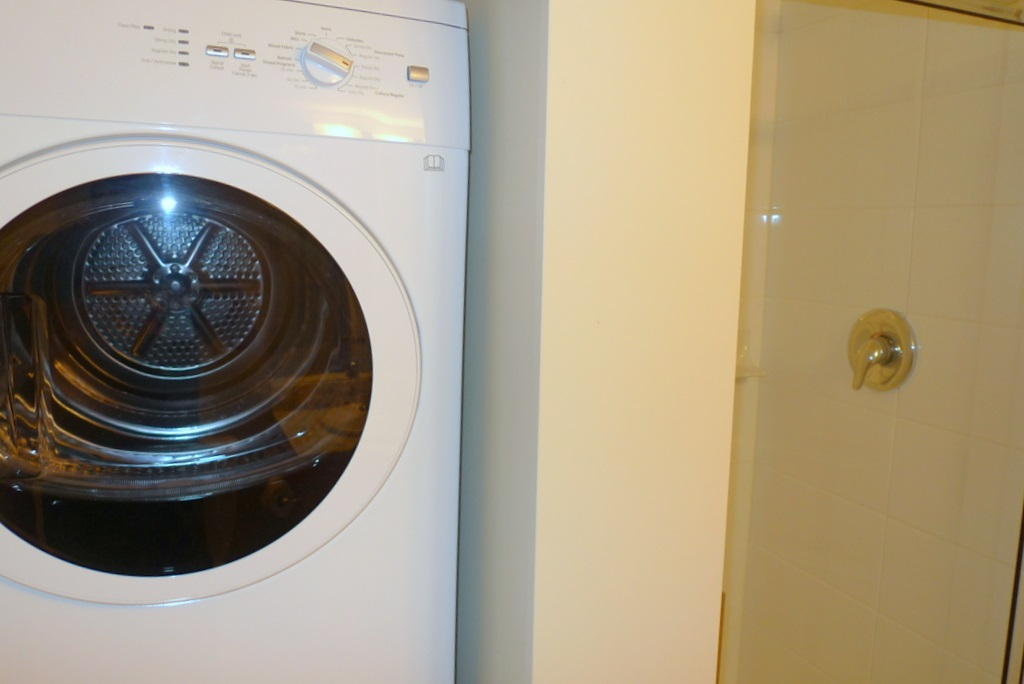 Condo Apartment at 352 10838 CITY PARKWAY, Unit 352, North Surrey, British Columbia. Image 13