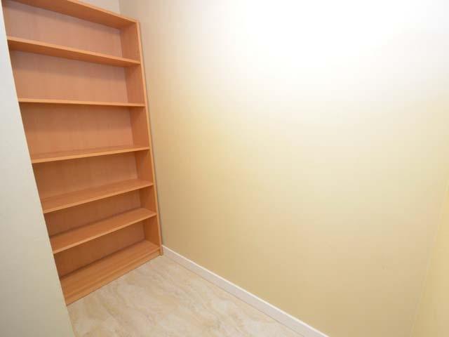 Condo Apartment at 226 8460 ACKROYD ROAD, Unit 226, Richmond, British Columbia. Image 11