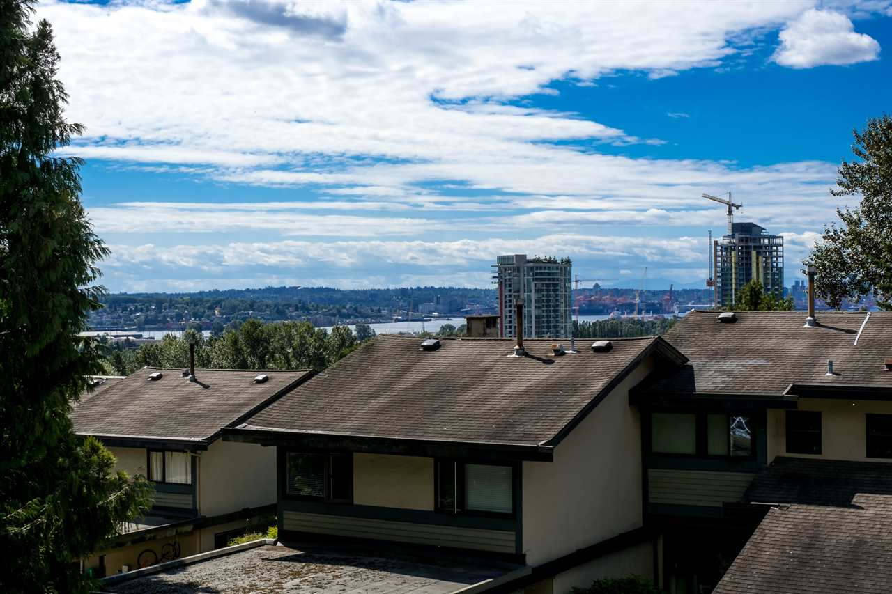 Townhouse at 1034 LILLOOET ROAD, North Vancouver, British Columbia. Image 13