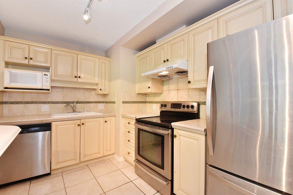 Condo Apartment at 302 5657 HAMPTON PLACE, Unit 302, Vancouver West, British Columbia. Image 6