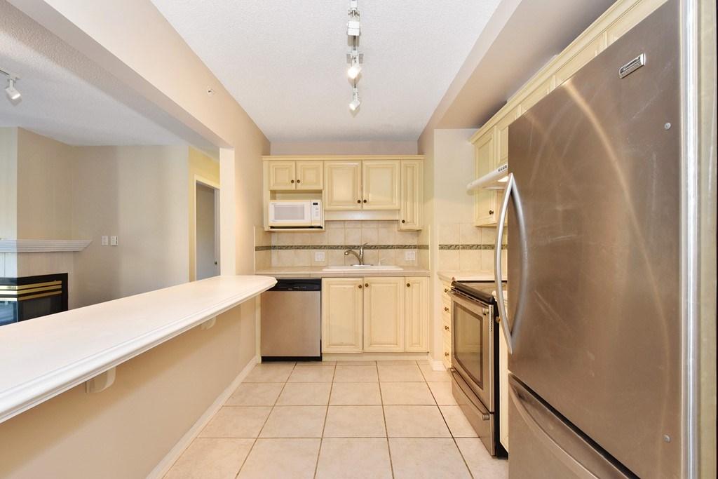 Condo Apartment at 302 5657 HAMPTON PLACE, Unit 302, Vancouver West, British Columbia. Image 7