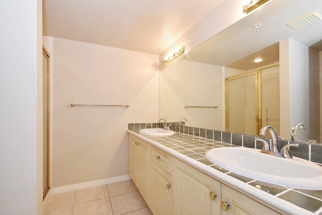 Condo Apartment at 302 5657 HAMPTON PLACE, Unit 302, Vancouver West, British Columbia. Image 9