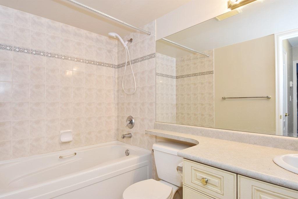 Condo Apartment at 302 5657 HAMPTON PLACE, Unit 302, Vancouver West, British Columbia. Image 11