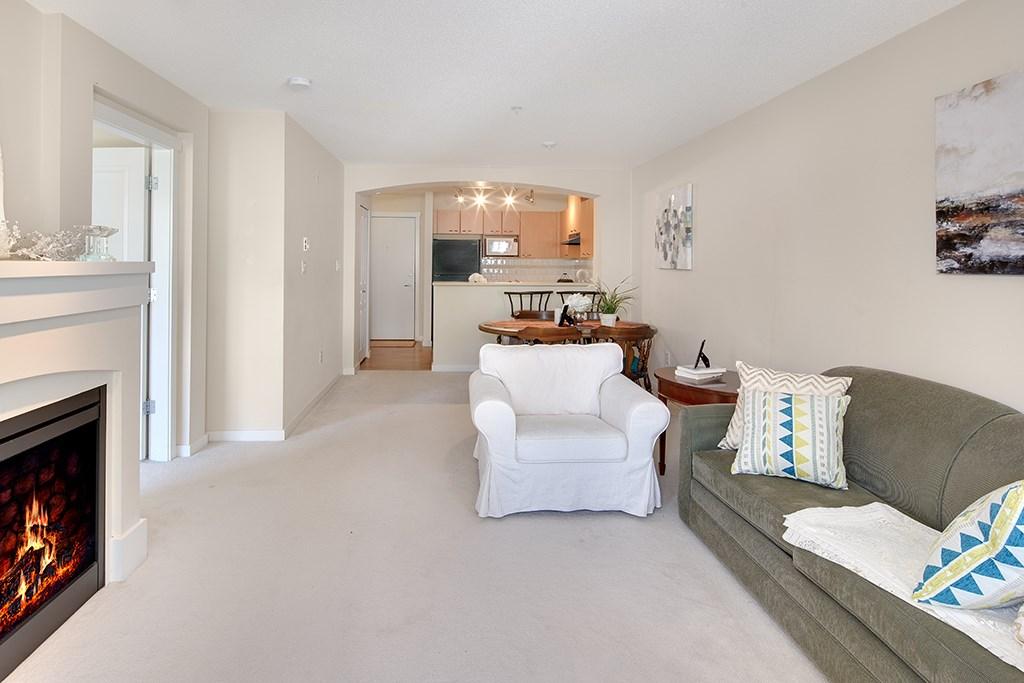 Condo Apartment at 408 2958 SILVER SPRINGS BOULEVARD, Unit 408, Coquitlam, British Columbia. Image 3