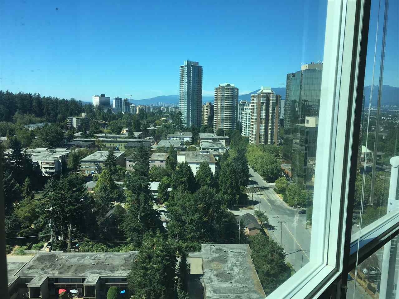 Condo Apartment at 2103 6088 WILLINGDON AVENUE, Unit 2103, Burnaby South, British Columbia. Image 16