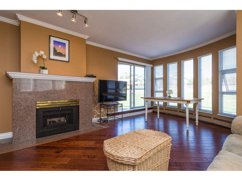 Condo Apartment at 205 15233 PACIFIC AVENUE, Unit 205, South Surrey White Rock, British Columbia. Image 4