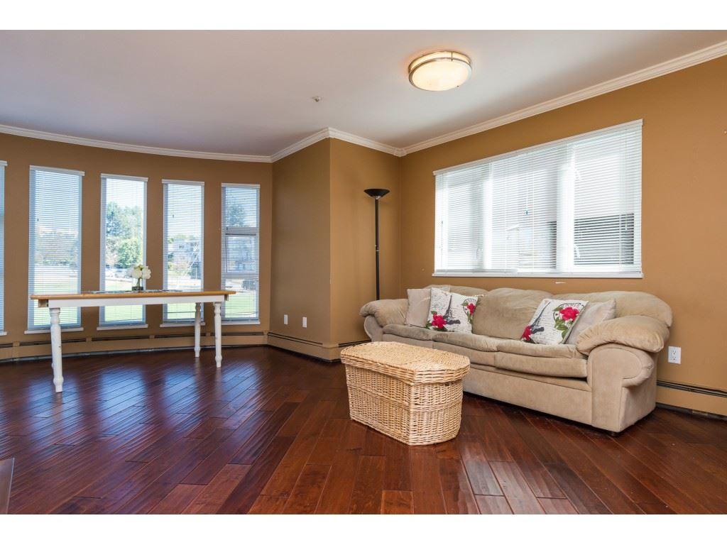 Condo Apartment at 205 15233 PACIFIC AVENUE, Unit 205, South Surrey White Rock, British Columbia. Image 5