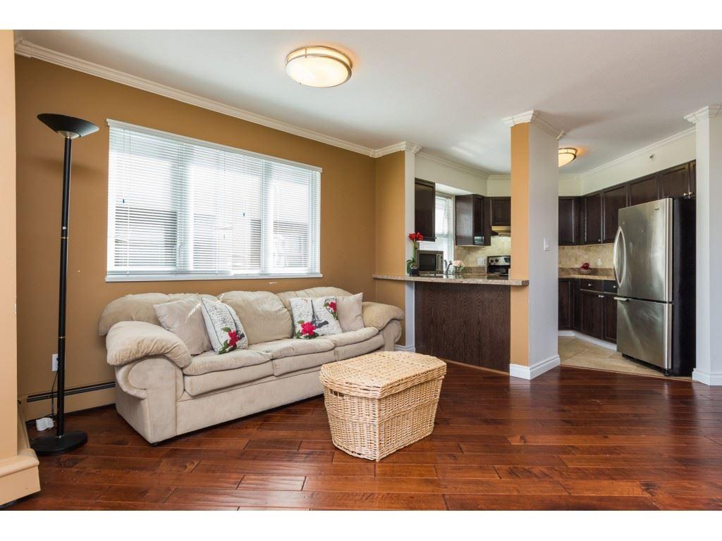 Condo Apartment at 205 15233 PACIFIC AVENUE, Unit 205, South Surrey White Rock, British Columbia. Image 6