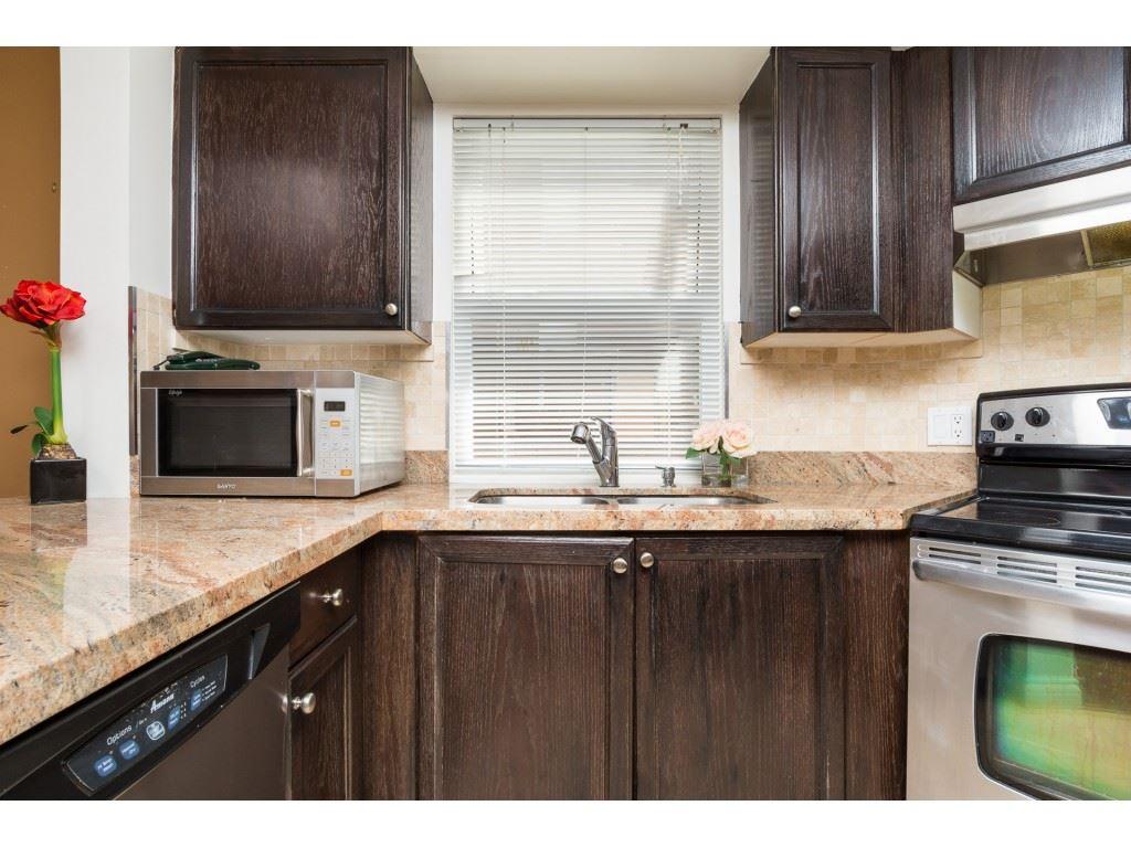 Condo Apartment at 205 15233 PACIFIC AVENUE, Unit 205, South Surrey White Rock, British Columbia. Image 8
