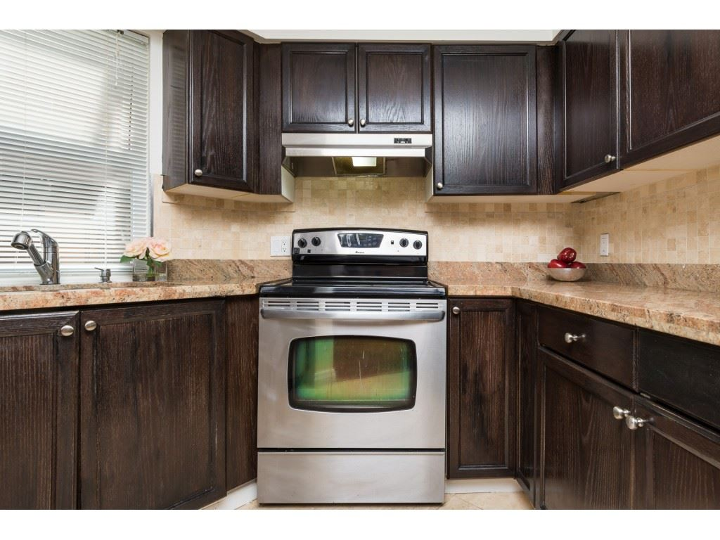 Condo Apartment at 205 15233 PACIFIC AVENUE, Unit 205, South Surrey White Rock, British Columbia. Image 10