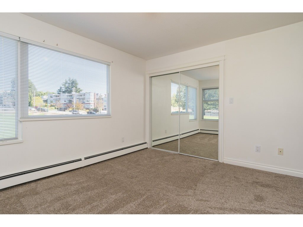 Condo Apartment at 205 15233 PACIFIC AVENUE, Unit 205, South Surrey White Rock, British Columbia. Image 11