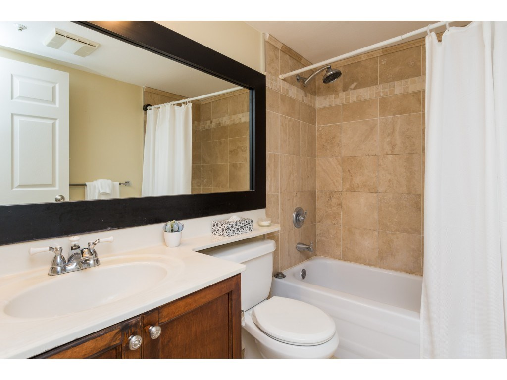 Condo Apartment at 205 15233 PACIFIC AVENUE, Unit 205, South Surrey White Rock, British Columbia. Image 12