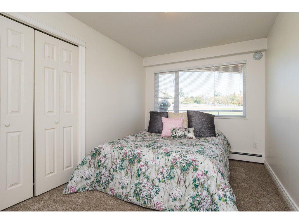 Condo Apartment at 205 15233 PACIFIC AVENUE, Unit 205, South Surrey White Rock, British Columbia. Image 13