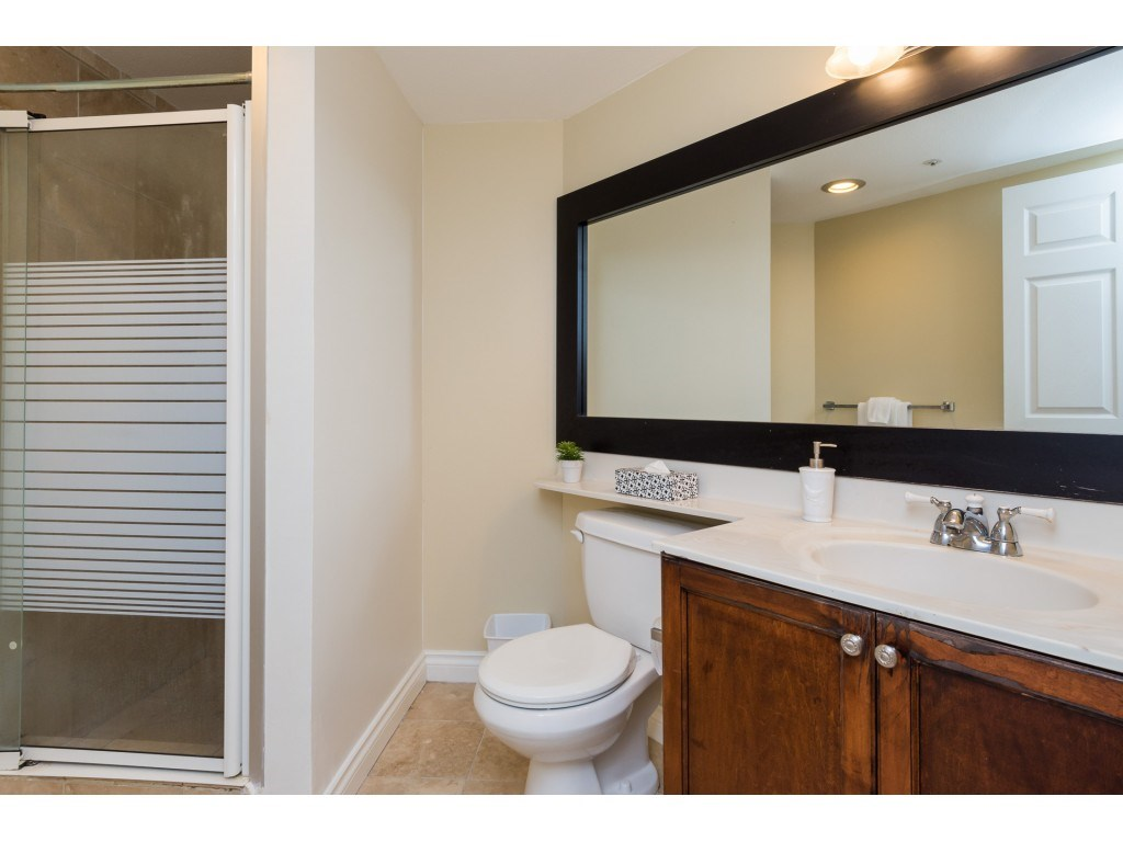 Condo Apartment at 205 15233 PACIFIC AVENUE, Unit 205, South Surrey White Rock, British Columbia. Image 14