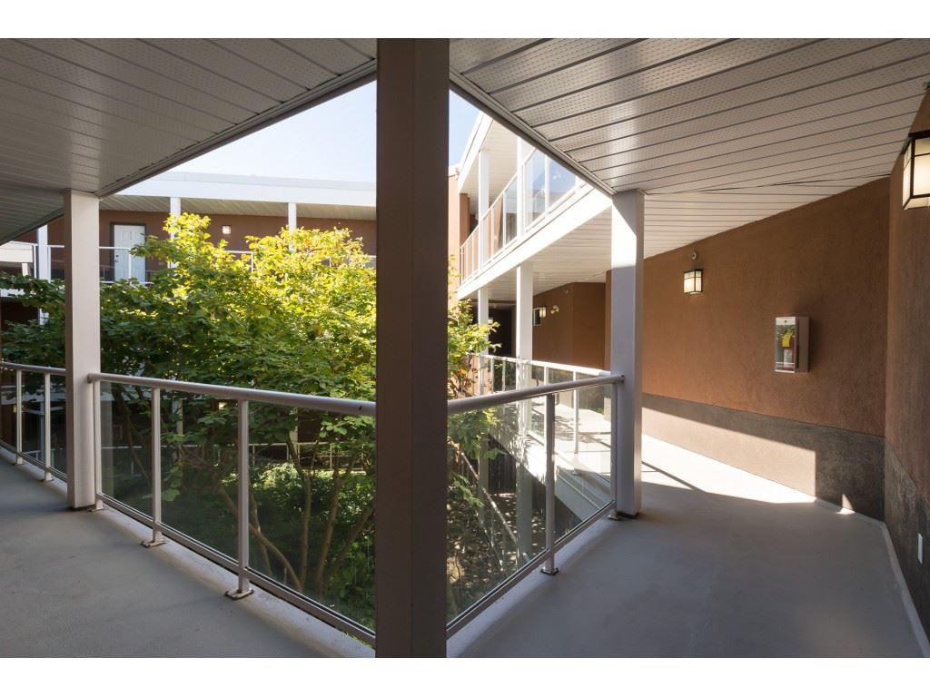 Condo Apartment at 205 15233 PACIFIC AVENUE, Unit 205, South Surrey White Rock, British Columbia. Image 18