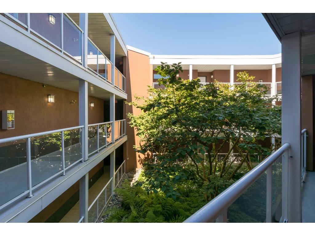 Condo Apartment at 205 15233 PACIFIC AVENUE, Unit 205, South Surrey White Rock, British Columbia. Image 19
