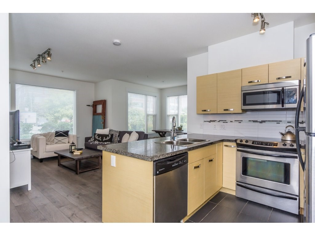 Condo Apartment at 104 33538 MARSHALL ROAD, Unit 104, Abbotsford, British Columbia. Image 3