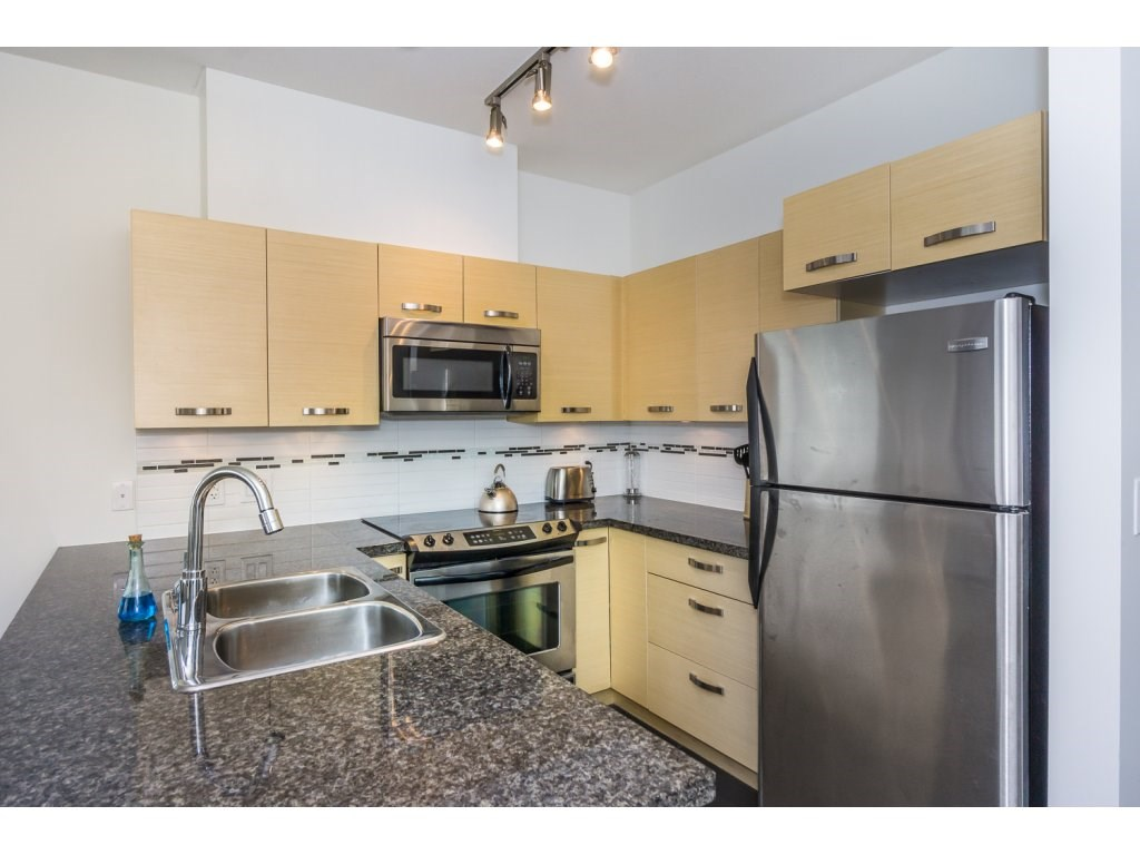 Condo Apartment at 104 33538 MARSHALL ROAD, Unit 104, Abbotsford, British Columbia. Image 5