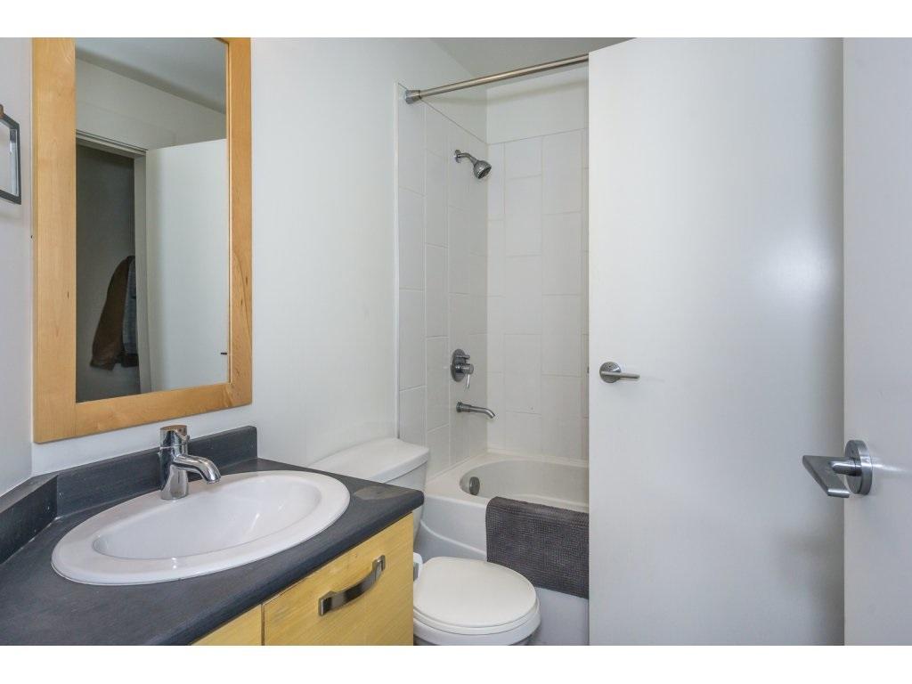 Condo Apartment at 104 33538 MARSHALL ROAD, Unit 104, Abbotsford, British Columbia. Image 17