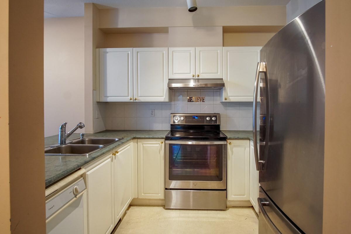 Condo Apartment at 102 13727 74 AVENUE, Unit 102, Surrey, British Columbia. Image 7