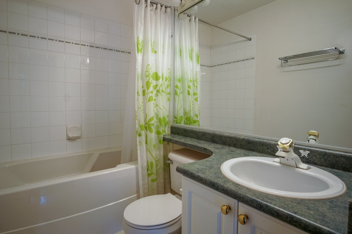 Condo Apartment at 102 13727 74 AVENUE, Unit 102, Surrey, British Columbia. Image 11