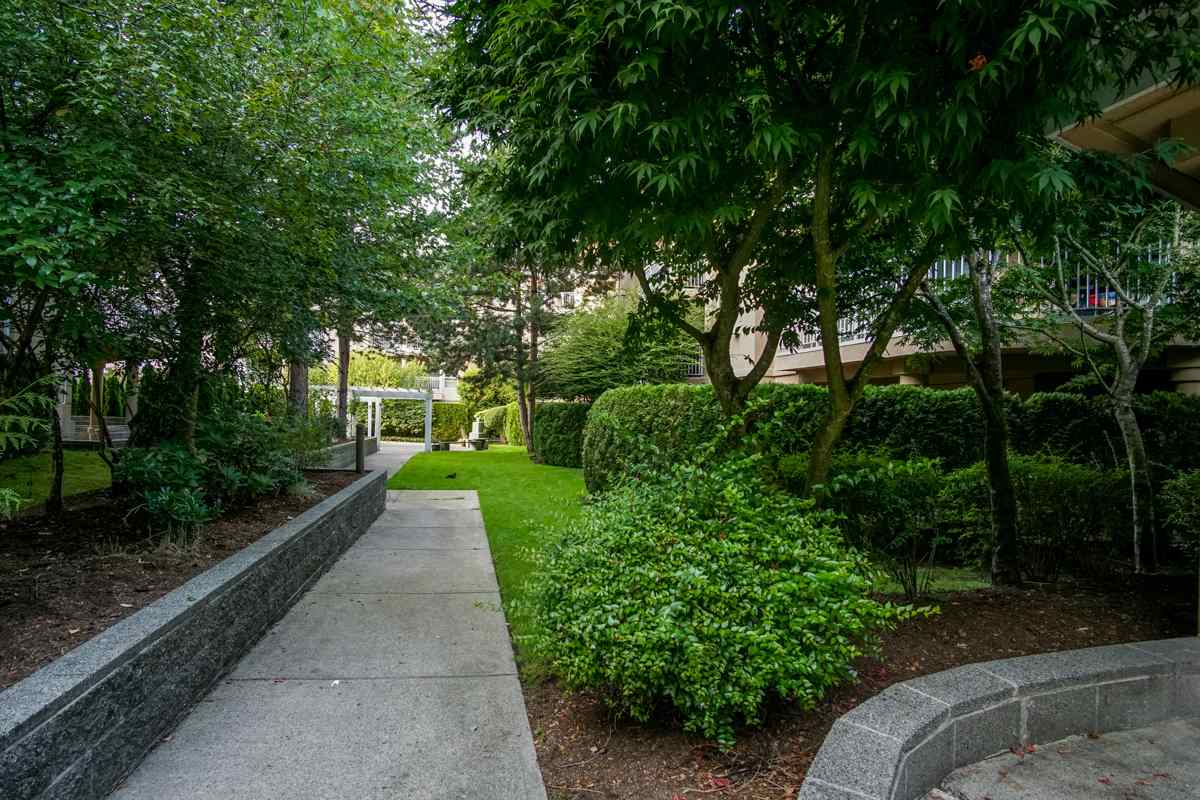 Condo Apartment at 102 13727 74 AVENUE, Unit 102, Surrey, British Columbia. Image 18