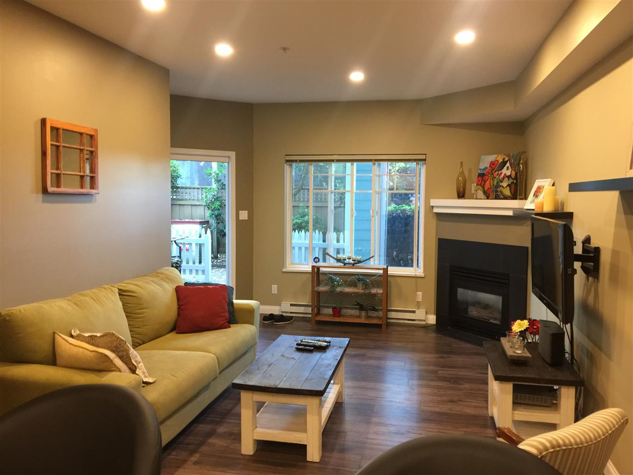 Townhouse at 8 123 SEVENTH STREET, Unit 8, New Westminster, British Columbia. Image 7