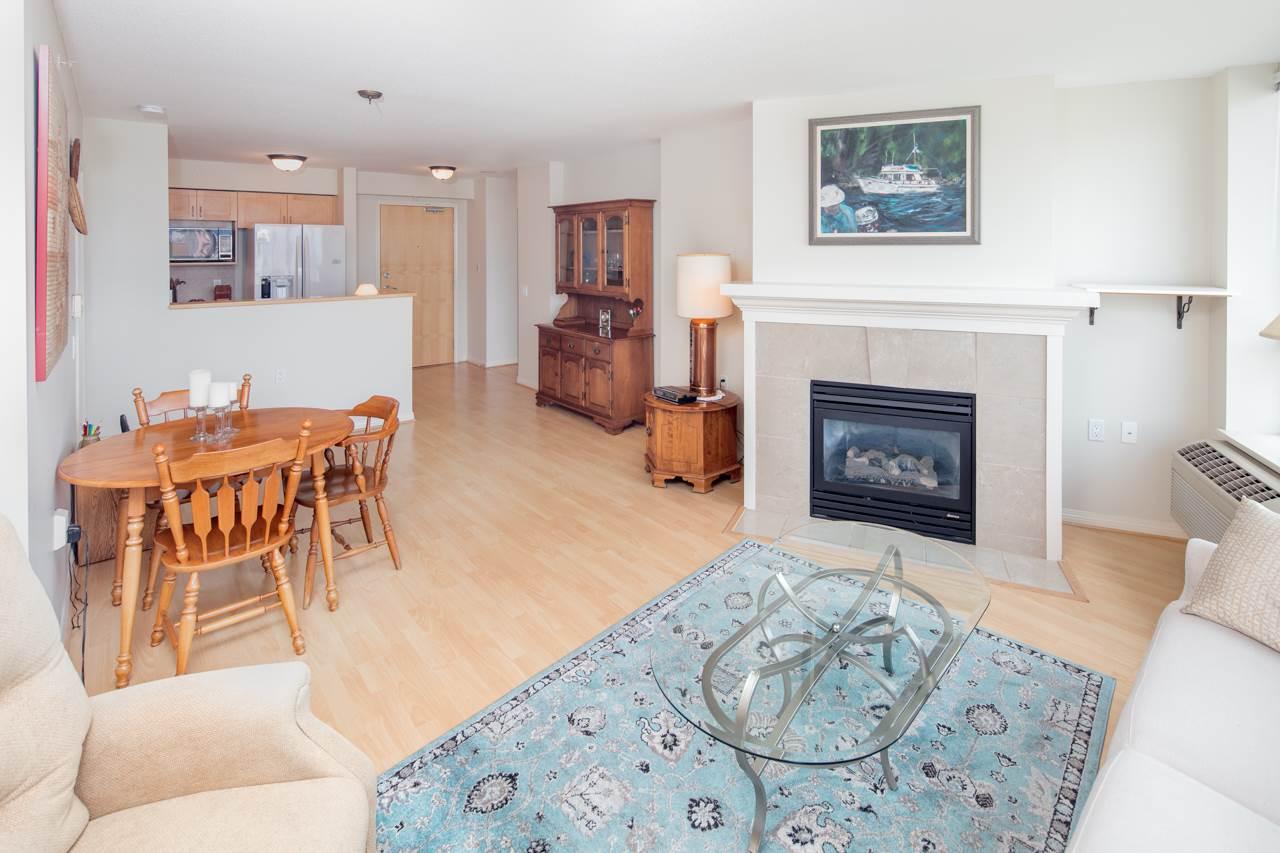 Condo Apartment at 901 1570 W 7TH AVENUE, Unit 901, Vancouver West, British Columbia. Image 4