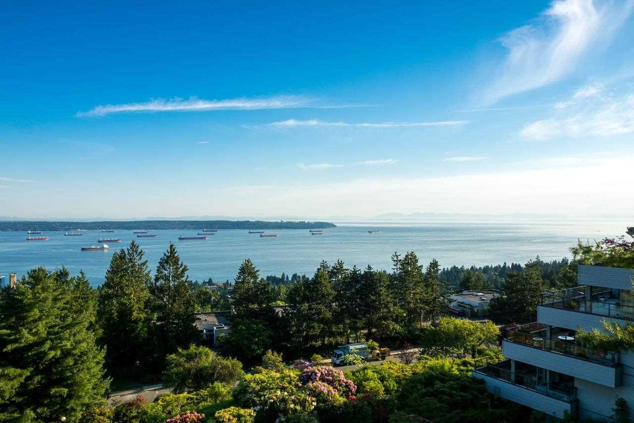 Condo Apartment at 40 2238 FOLKESTONE WAY, Unit 40, West Vancouver, British Columbia. Image 2