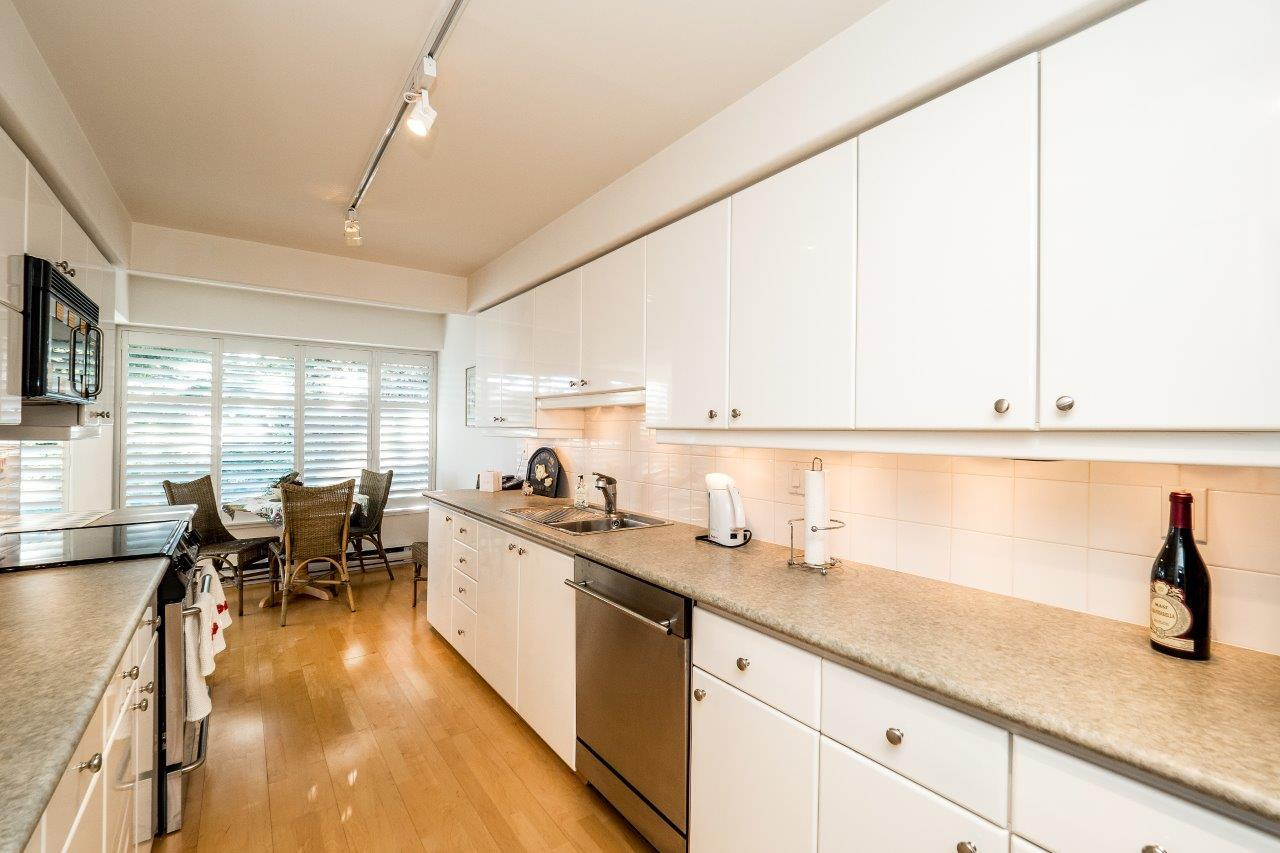 Condo Apartment at 40 2238 FOLKESTONE WAY, Unit 40, West Vancouver, British Columbia. Image 7