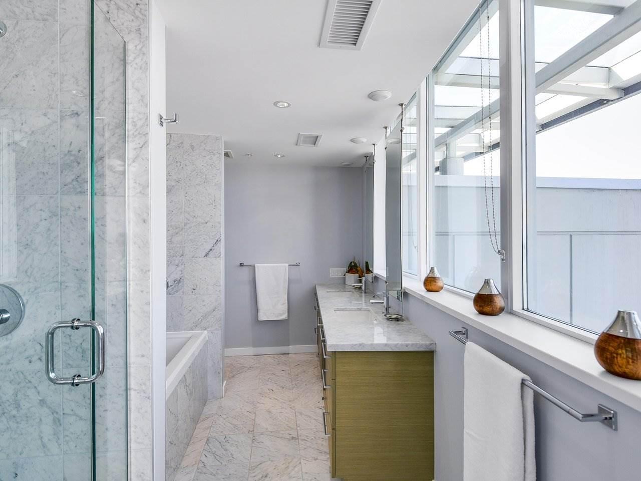 Condo Apartment at PH3 833 SEYMOUR STREET, Unit PH3, Vancouver West, British Columbia. Image 16