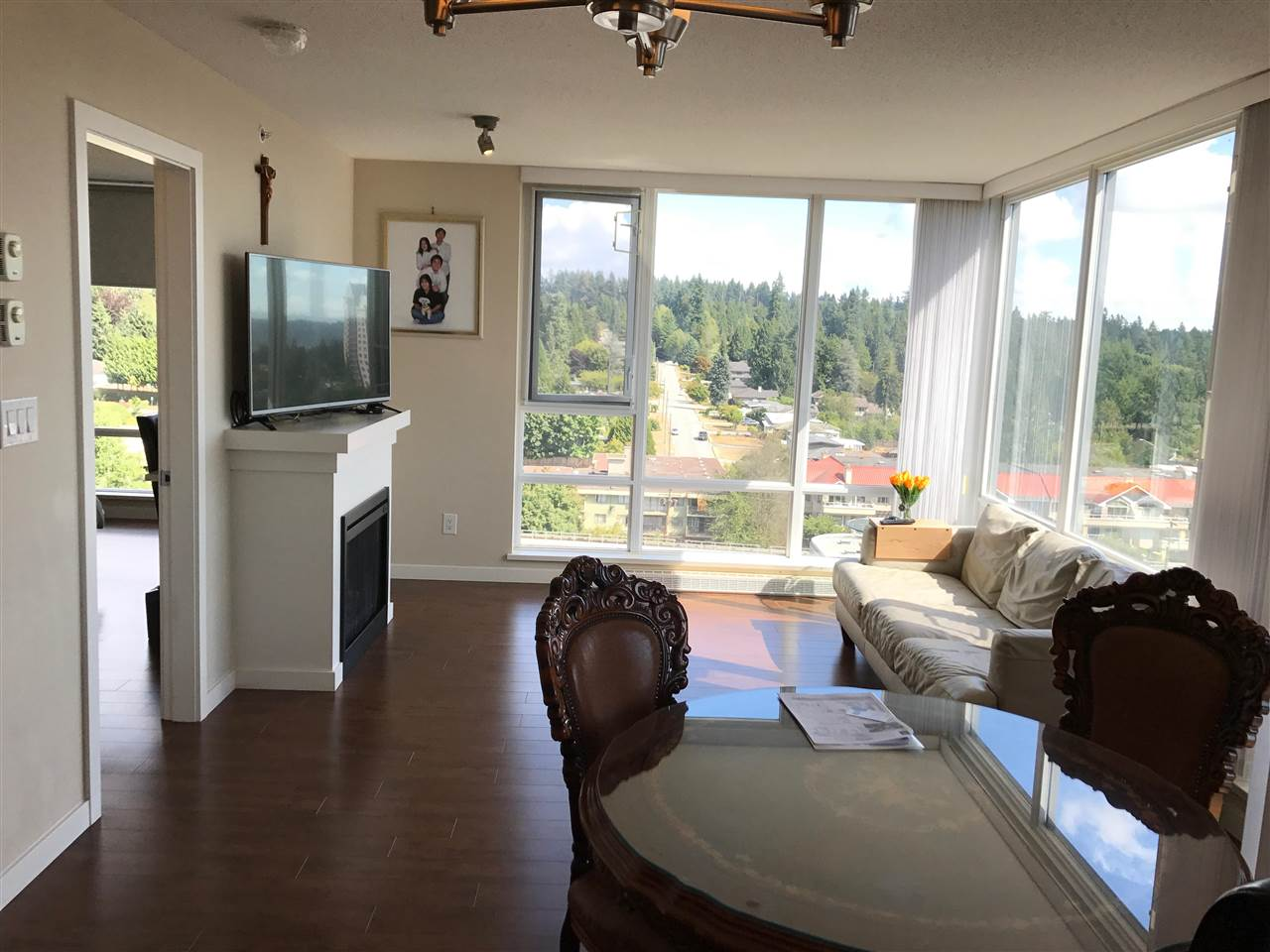 Condo Apartment at 1610 9868 CAMERON STREET, Unit 1610, Burnaby North, British Columbia. Image 3