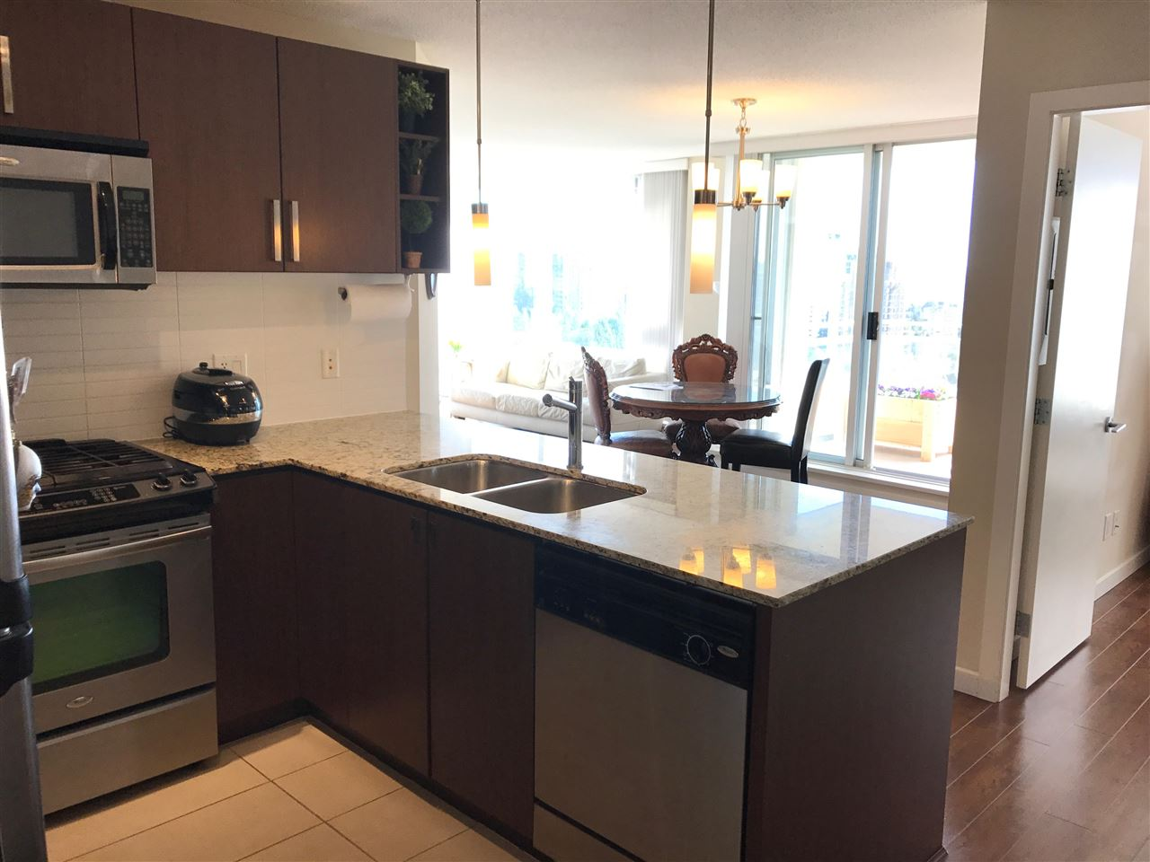 Condo Apartment at 1610 9868 CAMERON STREET, Unit 1610, Burnaby North, British Columbia. Image 5
