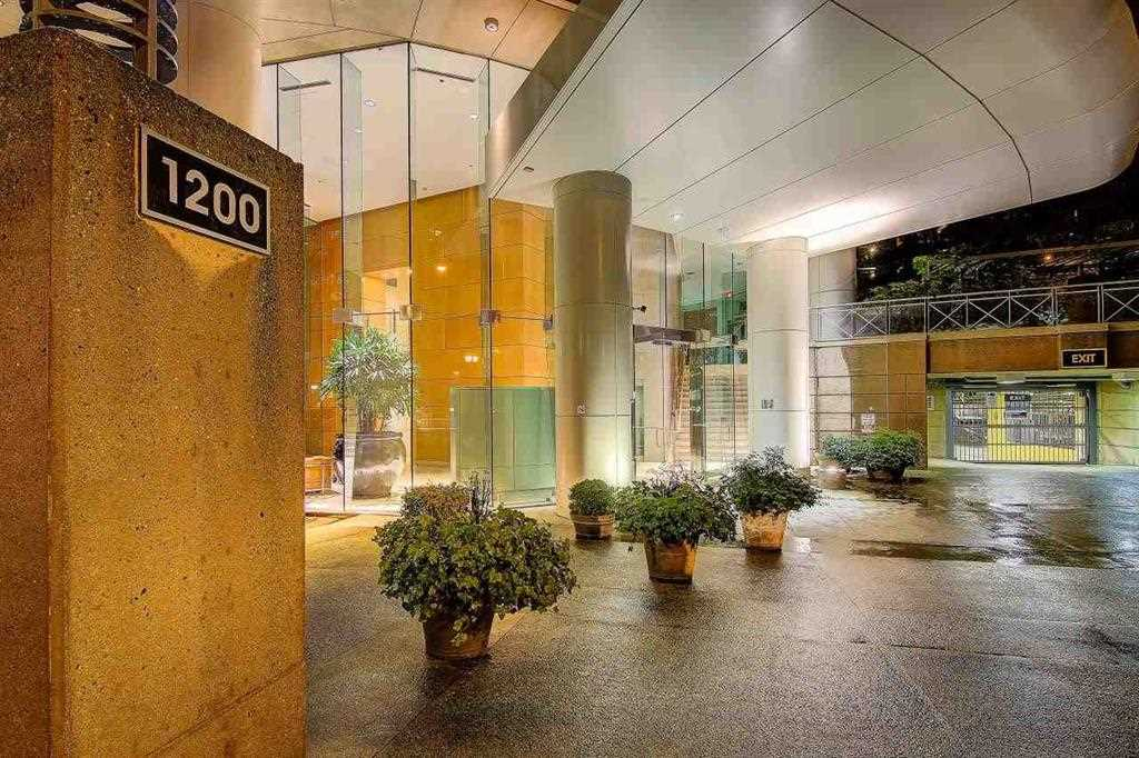Condo Apartment at 902 1200 ALBERNI STREET, Unit 902, Vancouver West, British Columbia. Image 2