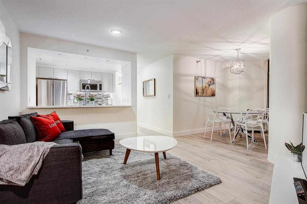 Condo Apartment at 902 1200 ALBERNI STREET, Unit 902, Vancouver West, British Columbia. Image 3