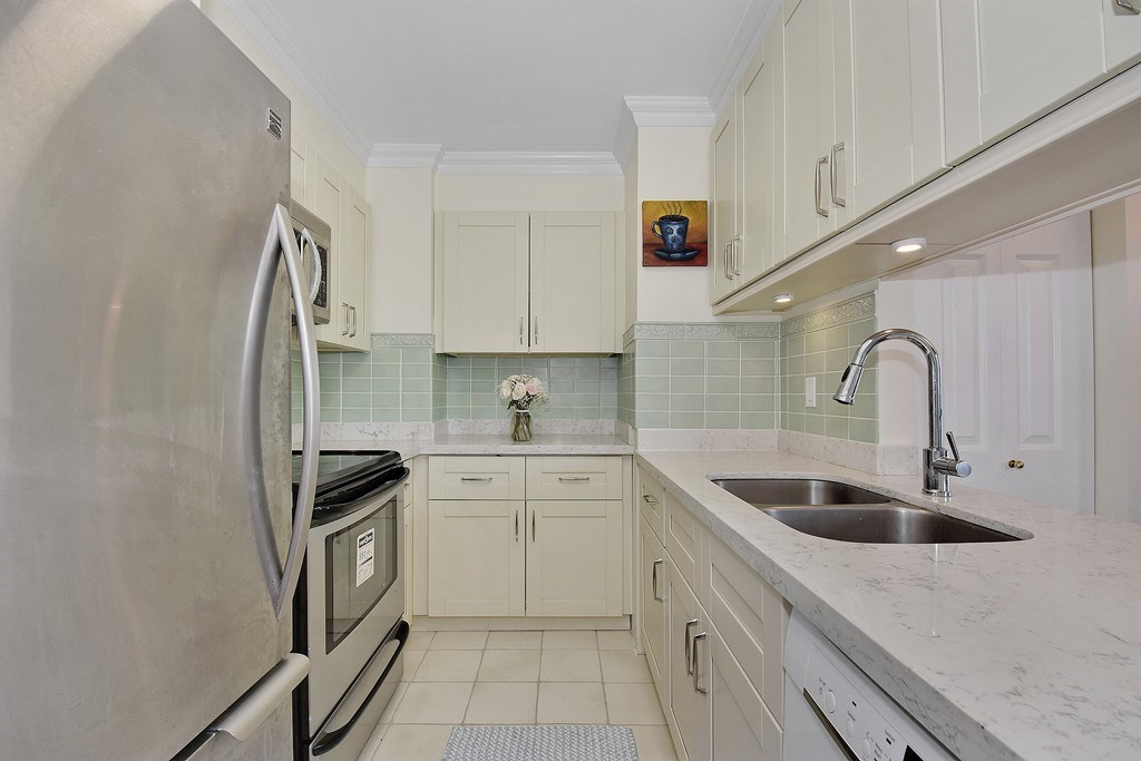 Condo Apartment at 2804 1189 HOWE STREET, Unit 2804, Vancouver West, British Columbia. Image 8