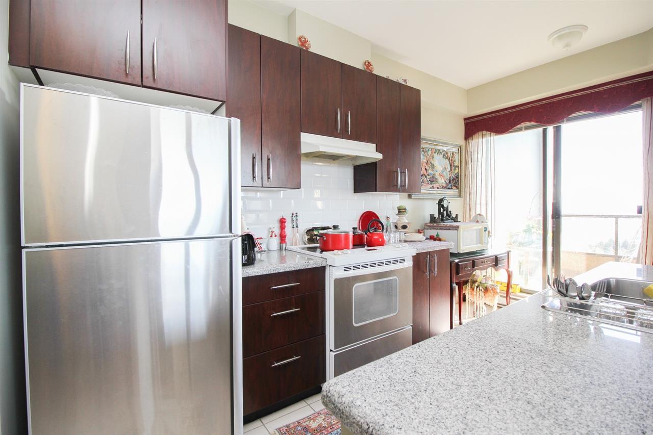Condo Apartment at 1103 7388 SANDBORNE AVENUE, Unit 1103, Burnaby South, British Columbia. Image 2