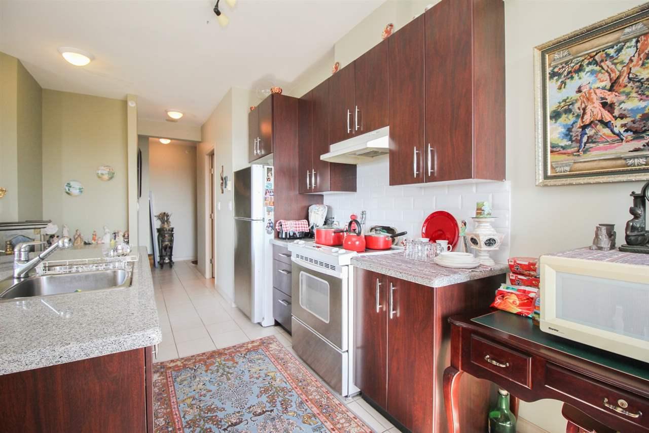 Condo Apartment at 1103 7388 SANDBORNE AVENUE, Unit 1103, Burnaby South, British Columbia. Image 3