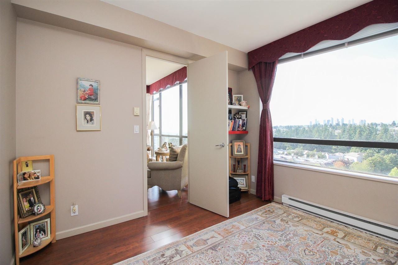 Condo Apartment at 1103 7388 SANDBORNE AVENUE, Unit 1103, Burnaby South, British Columbia. Image 12