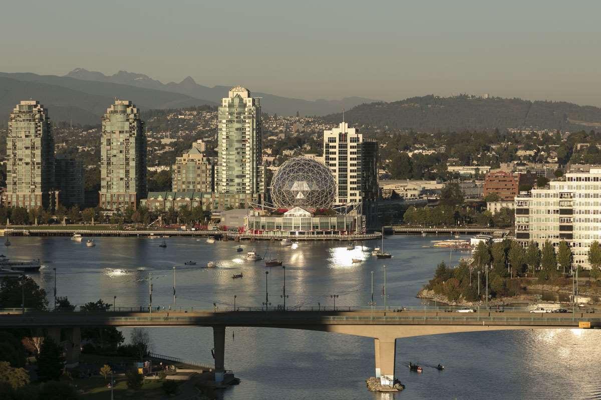 Condo Apartment at 2302 1383 MARINASIDE CRESCENT, Unit 2302, Vancouver West, British Columbia. Image 1