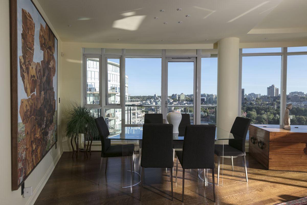 Condo Apartment at 2302 1383 MARINASIDE CRESCENT, Unit 2302, Vancouver West, British Columbia. Image 2