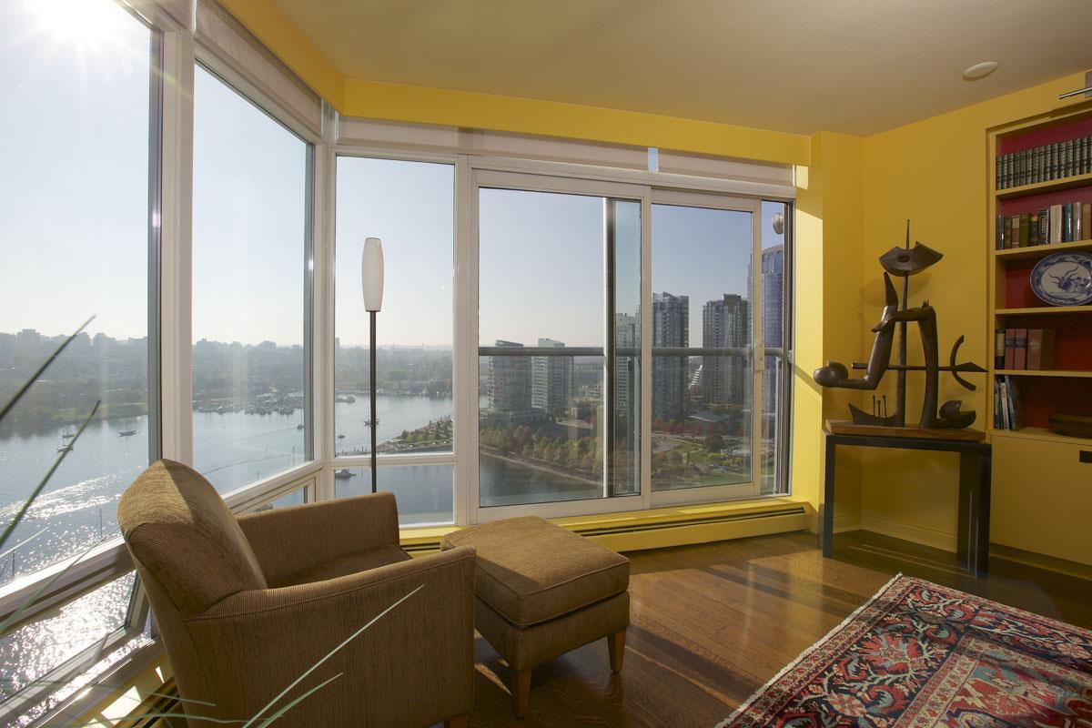 Condo Apartment at 2302 1383 MARINASIDE CRESCENT, Unit 2302, Vancouver West, British Columbia. Image 3