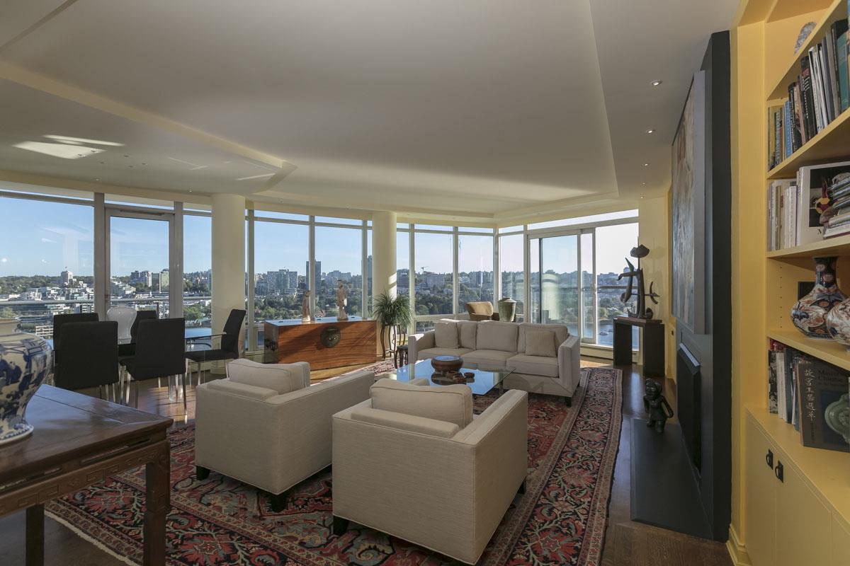 Condo Apartment at 2302 1383 MARINASIDE CRESCENT, Unit 2302, Vancouver West, British Columbia. Image 4